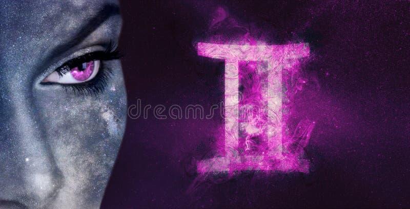 Tvillingarnazodiaktecken Kvinnor för astrologi för natthimmel royaltyfria foton