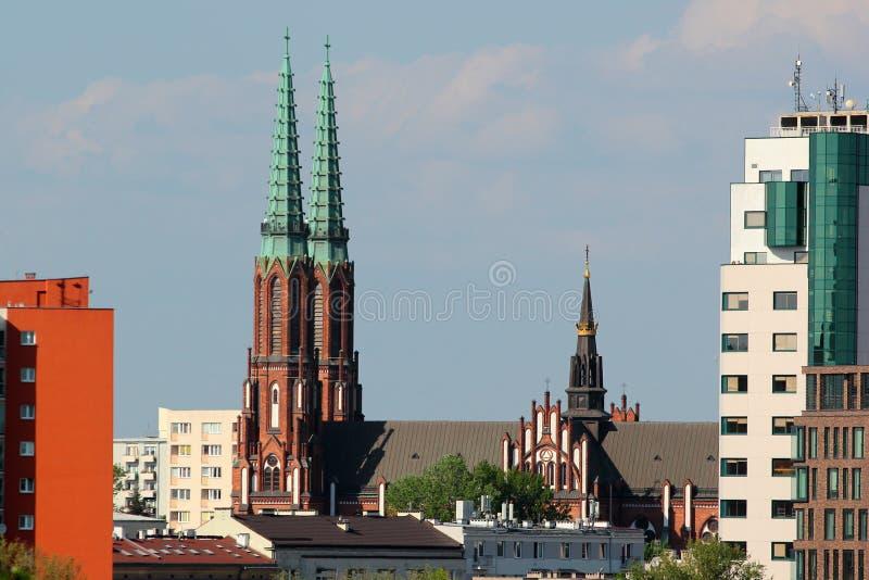 Tvillingbr?der av domkyrkan av St Michael ?rke?ngeln och Sten Florian martyren i Warszawa, Polen royaltyfri fotografi