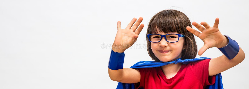 Tvivelaktigt toppet smart hjältebarn för kritisk mindset eller behandlig royaltyfria bilder