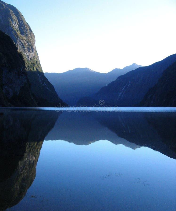 tvivelaktigtt reflexion fotografering för bildbyråer