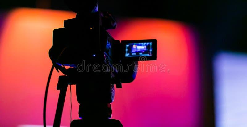 TVkamera på en levande filmuppsättning royaltyfria foton