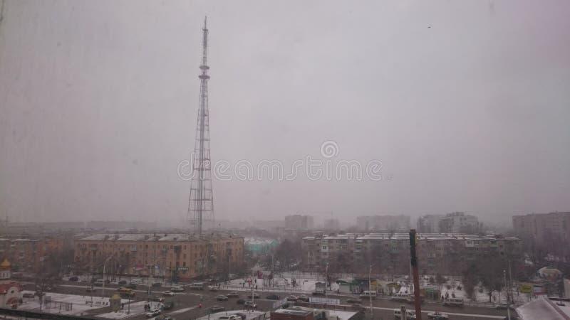 TVtorn i dimman arkivfoton