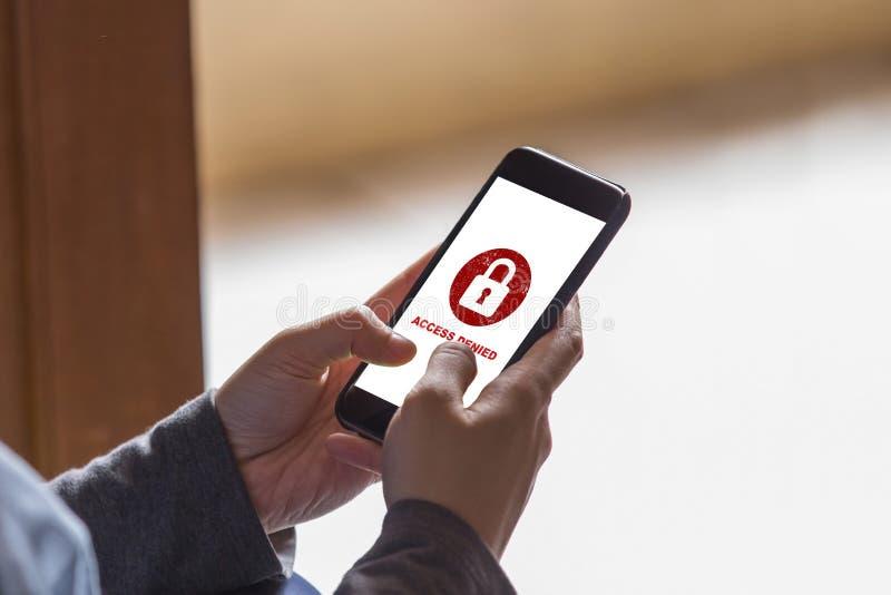 Twój dostęp zaprzecza na smartphone ekranu pojęciu, ochrona system bezpieczeństwa zdjęcia stock