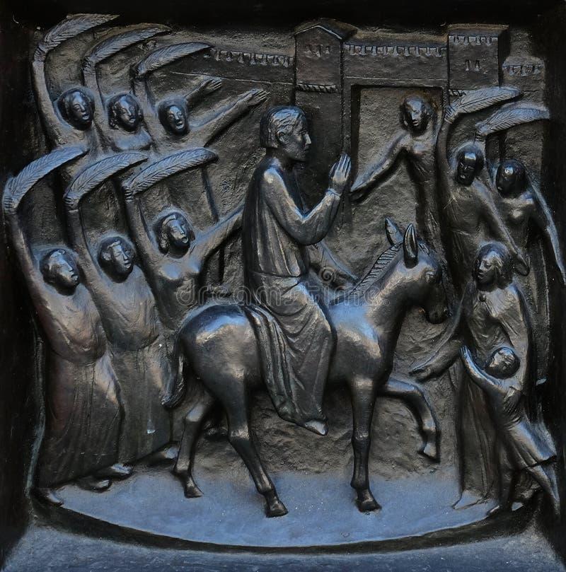 Twój królestwo przychodzi - rusza się w Jerozolima, ulga na drzwi Grossmunster kościół w Zurich obrazy stock