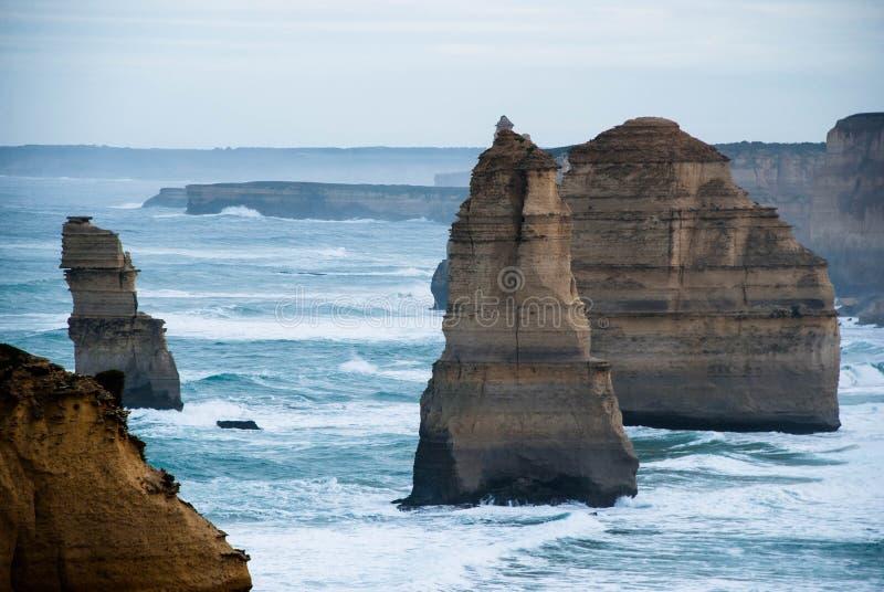 Twaalf apostelen, Boomapostelen in het schot, doorstonden klippen bij het overzees, Kalksteen, Oceaankust, Aandachtspunt, Toerist stock foto