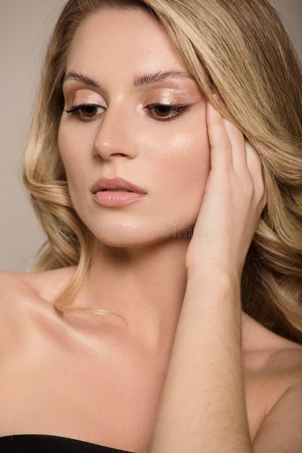 twarz kobiety blisko Oka makeup i jasna skóra zdjęcia royalty free
