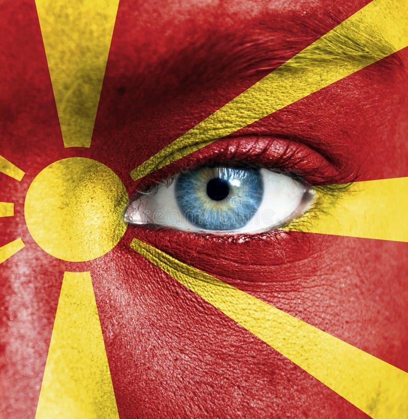 Twarz ludzka malująca z flagą Macedonia obraz royalty free