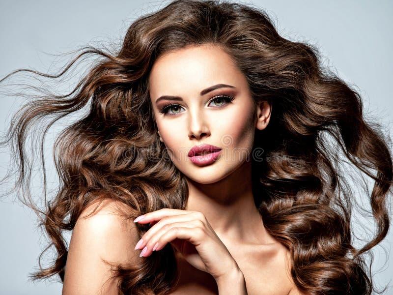 Twarz piękna kobieta z długim brown włosy fotografia royalty free