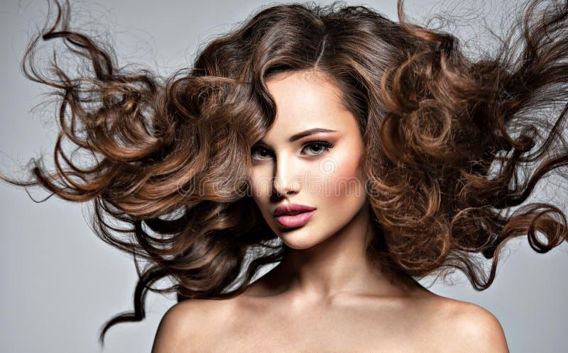 Twarz piękna kobieta z długim latającym włosy fotografia royalty free