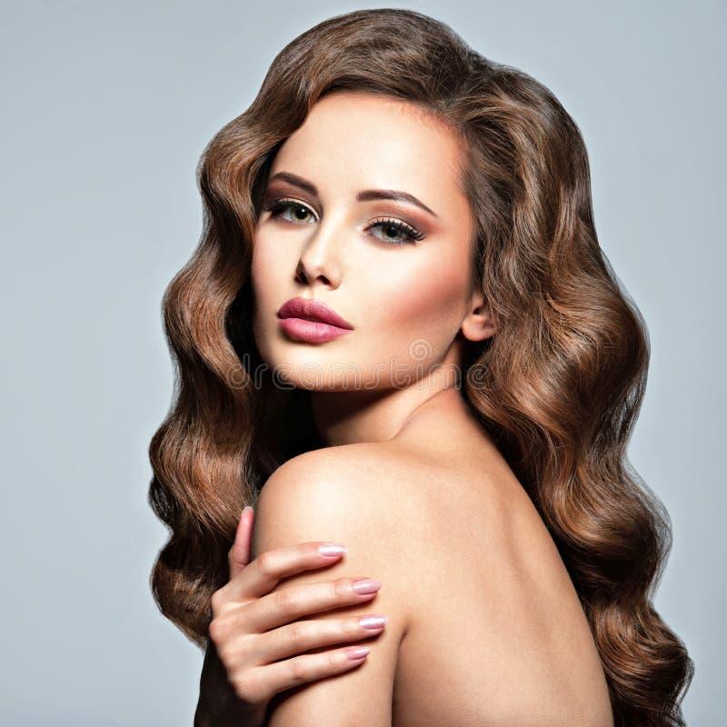 Twarz piękna kobieta z długim brown włosy obraz royalty free