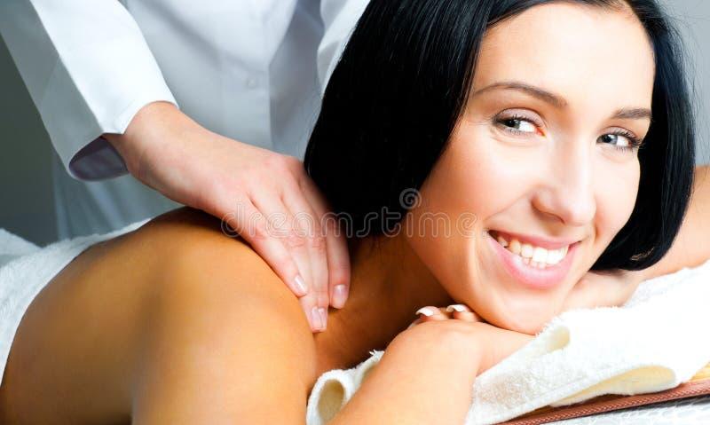 twarzowego masażu odbiorcza kobieta fotografia royalty free