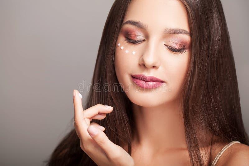 Twarzowy piękno Portret Seksowna młoda kobieta Z Świeżym Zdrowym S fotografia royalty free