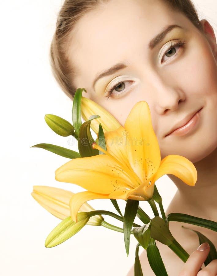 twarzy kwiatu lelui kobiety kolor żółty obrazy royalty free