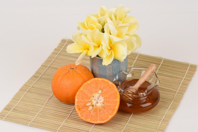 Twarzy maska z pomarańcze i miodem fotografia royalty free