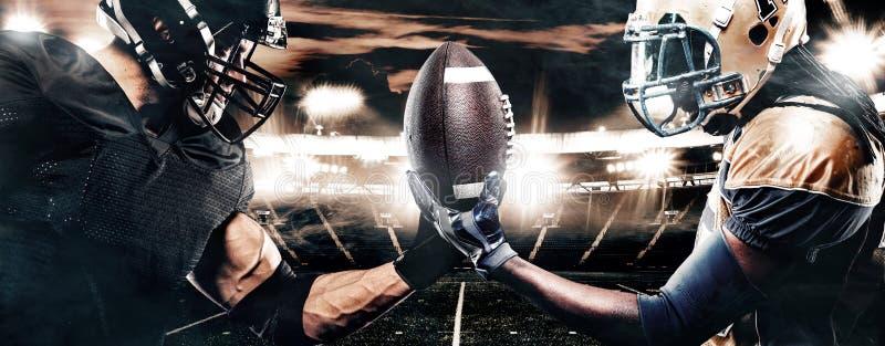 Twee Amerikaanse spelers van de voetbalsportman op stadion Het concept van de sport royalty-vrije stock afbeelding