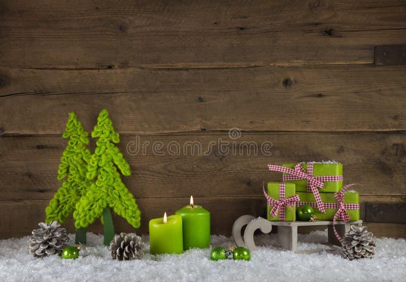Twee appelgroene het branden kaarslichten voor komst Kerstmis Deco royalty-vrije stock afbeeldingen
