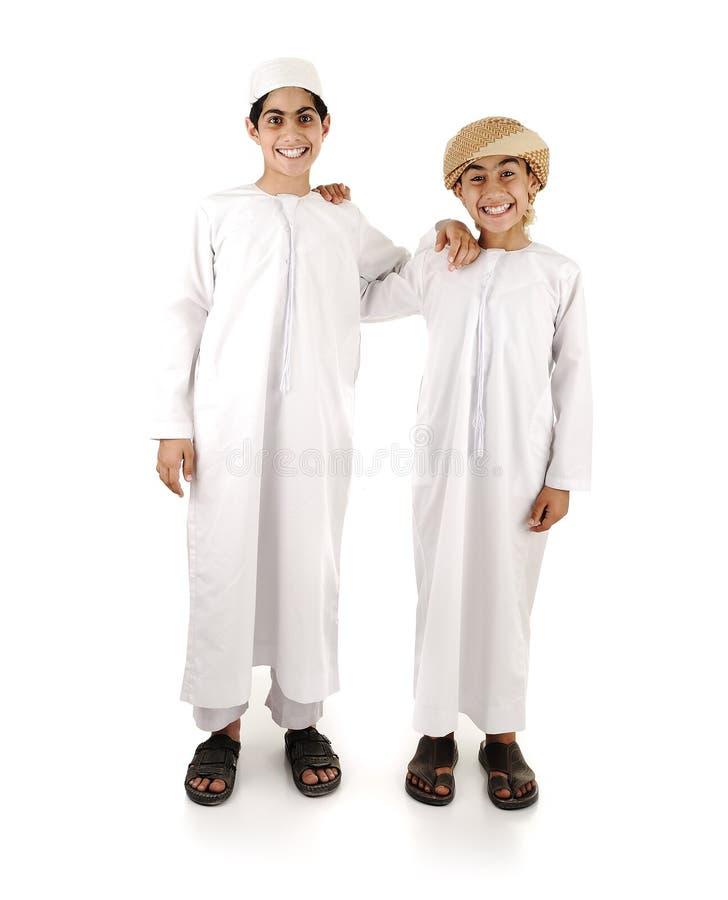 Twee Arabische geïsoleerdeg vrienden stock foto