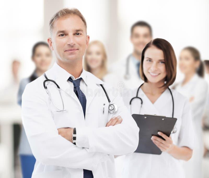 Twee artsen in het ziekenhuis royalty-vrije stock foto's