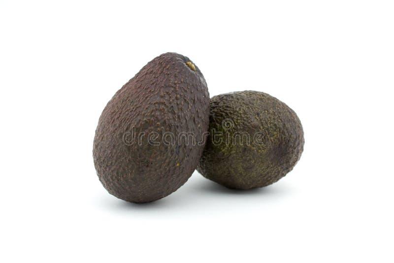 Twee avocado's of avocado's op witte achtergrond De avocado heeft vele voedingsmiddelen stock afbeeldingen