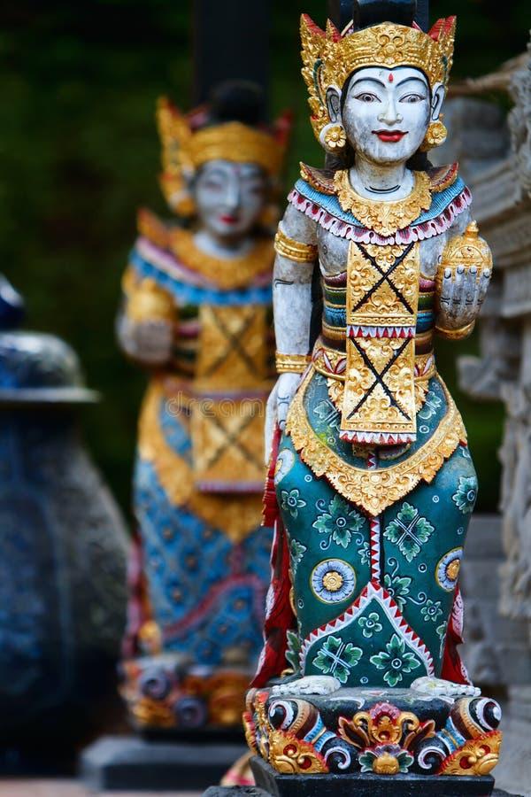 Twee Balinese standbeelden royalty-vrije stock fotografie