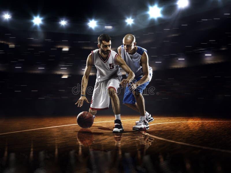 Twee basketbalspelers in actie royalty-vrije stock foto