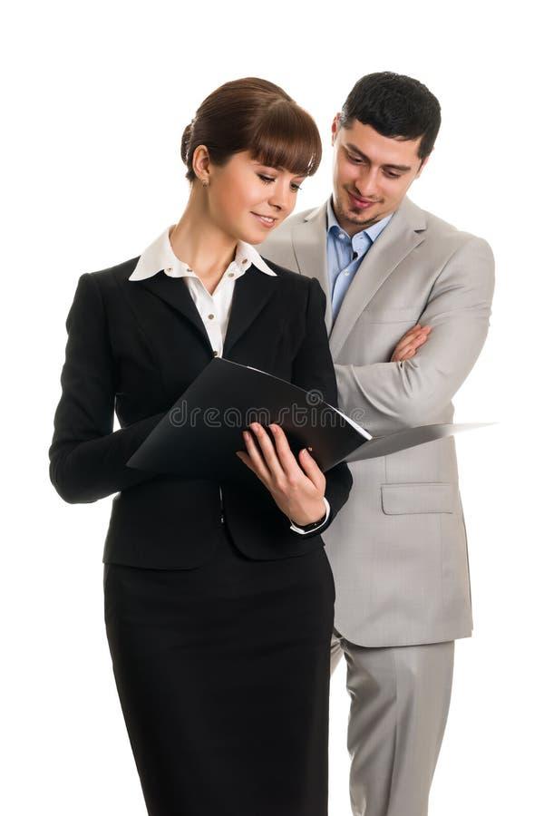 Download Twee Bedrijfsmensen Die Documenten Kijken Stock Afbeelding - Afbeelding bestaande uit adviseur, volwassen: 29506967