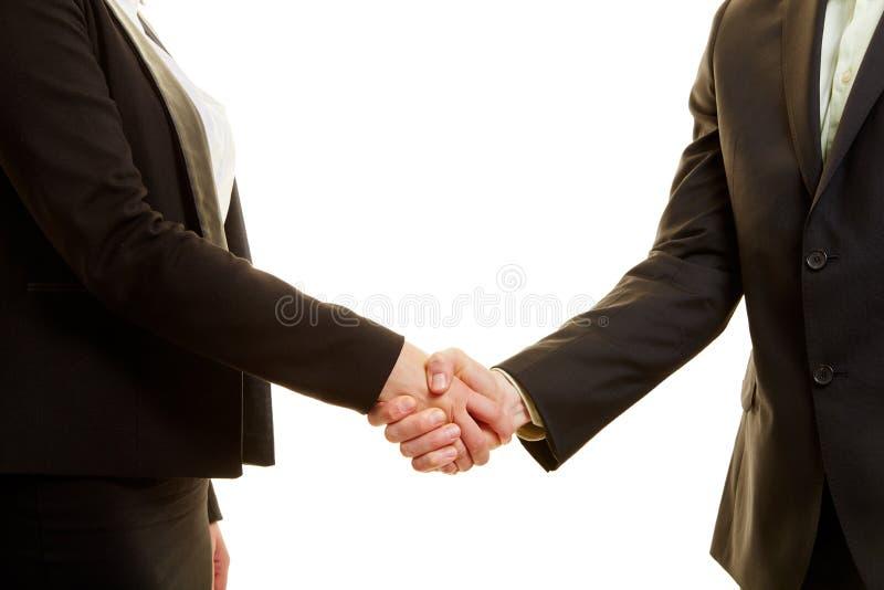 Twee bedrijfsmensen in kostuum het schudden handen royalty-vrije stock foto