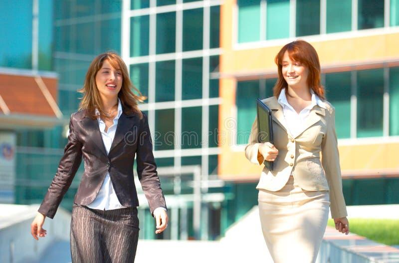 Twee BedrijfsVrouwen stock foto's