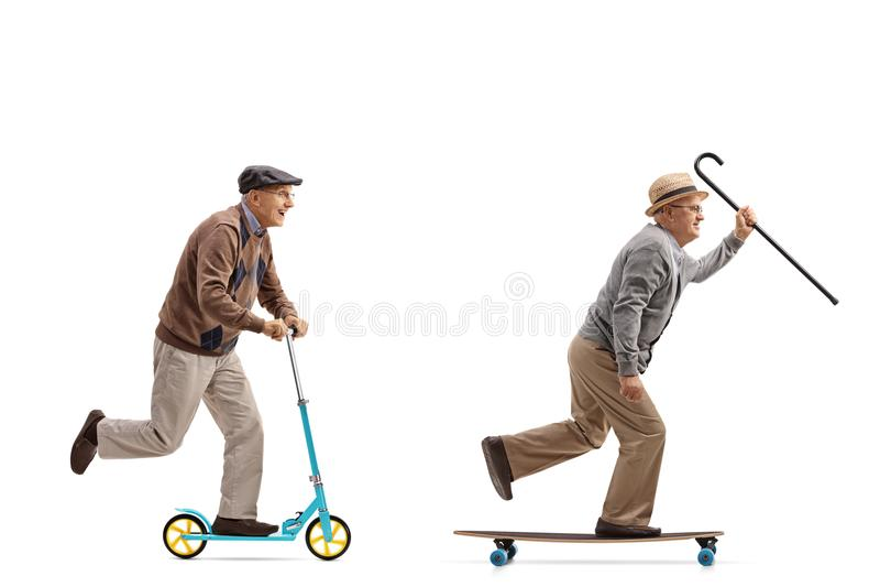 Twee bejaarden met één van hen die een autoped berijden en andere stock foto's