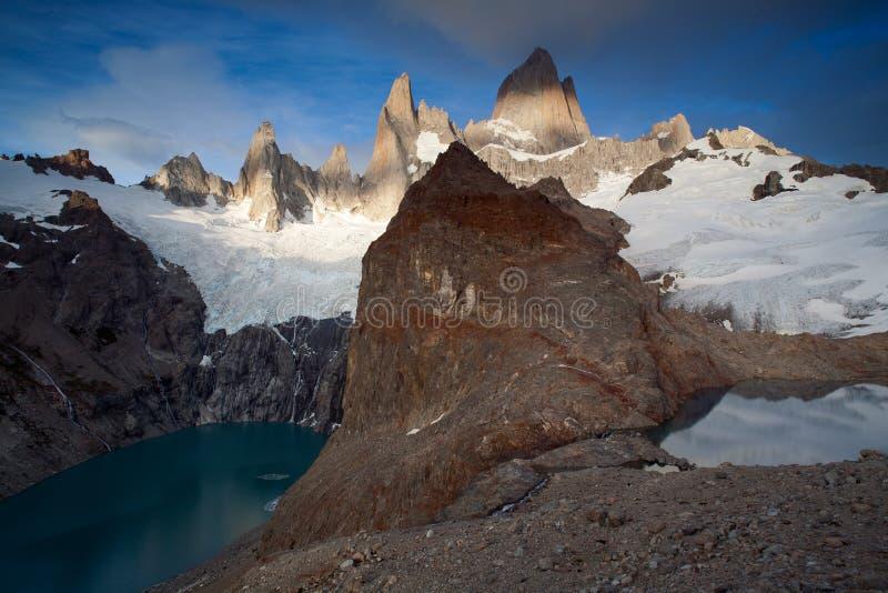 Twee bergmeren bij verschillende hoogten stock afbeeldingen
