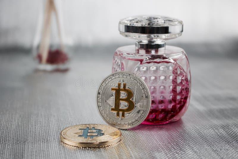 Twee bitcoinmuntstukken royalty-vrije stock afbeelding