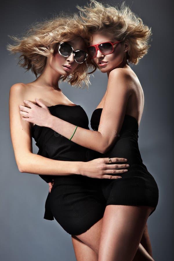 Twee blonde vrouwen stock afbeelding