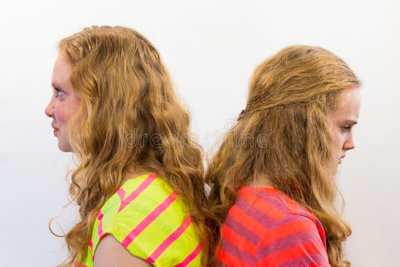 Twee boze meisjes stock foto