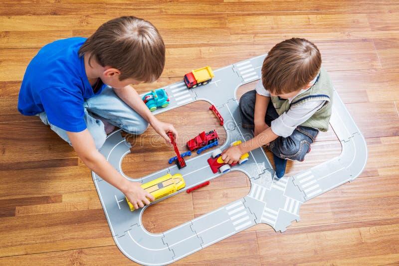 Twee broersspelen stock afbeelding
