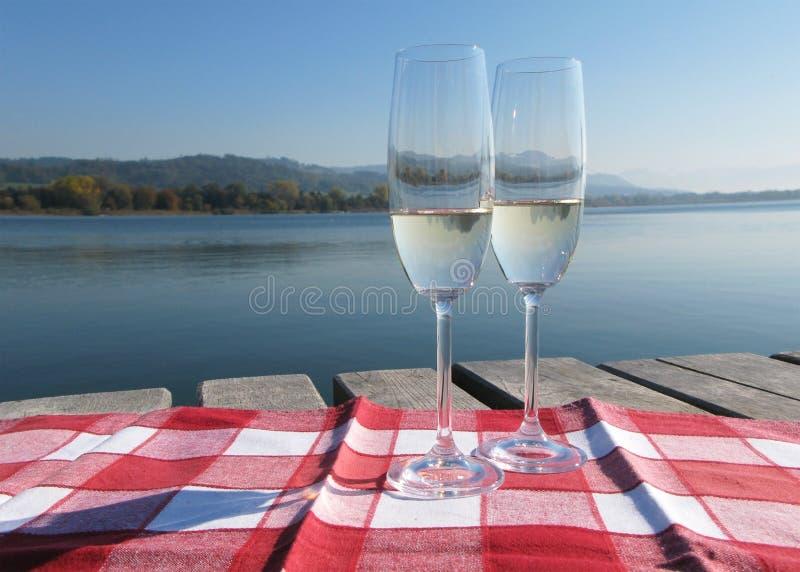 Download Twee champagneglazen stock foto. Afbeelding bestaande uit glas - 29505258