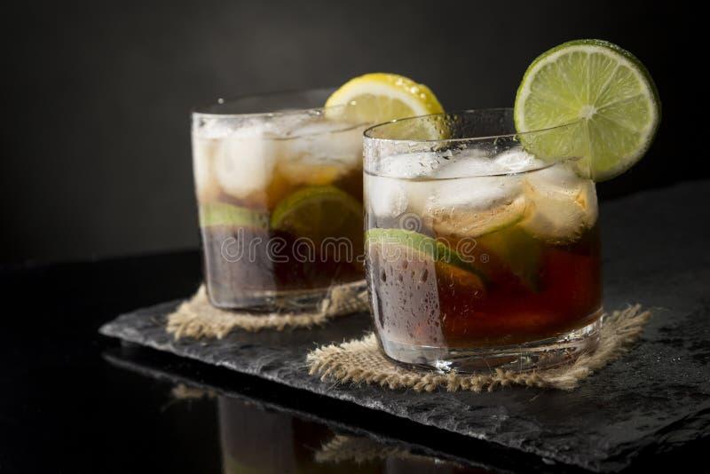 Twee Cocktails van Cuba Libre stock foto's