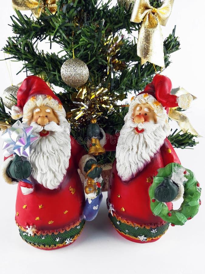 Twee de Kerstman beeldje en minikerstmisbomen royalty-vrije stock fotografie