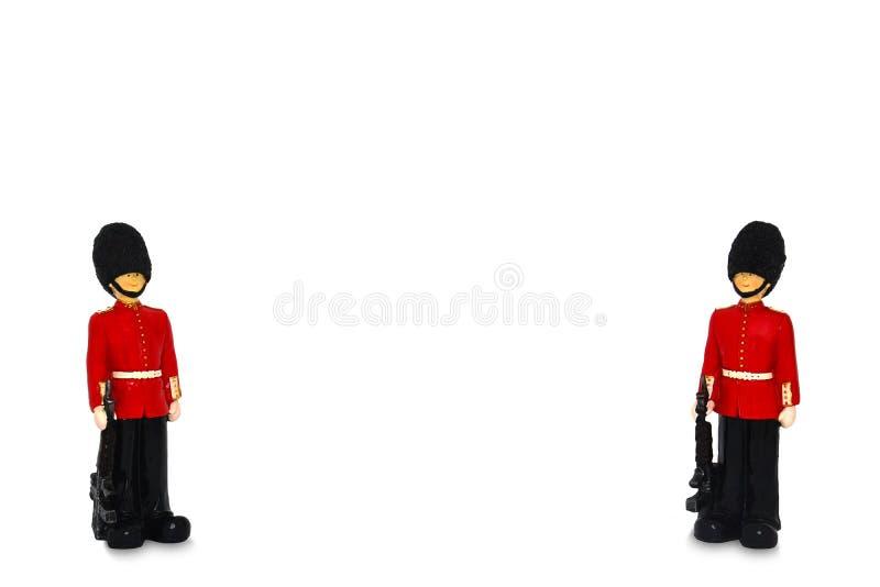Twee de wachtstandbeeld van de Koningin in traditionele eenvormig met wapen, Britse die militair voor achtergrond, op witte achte vector illustratie