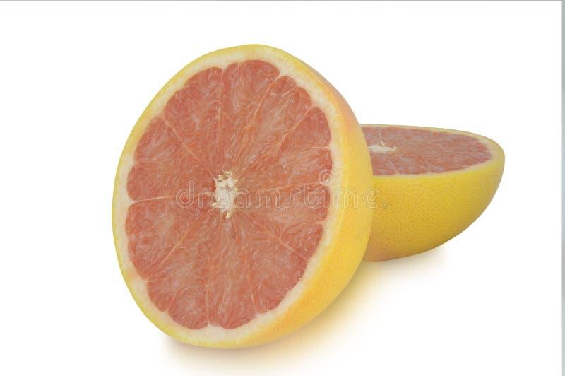 Twee die halfs van grapefruit op witte achtergrond wordt geïsoleerd stock foto's