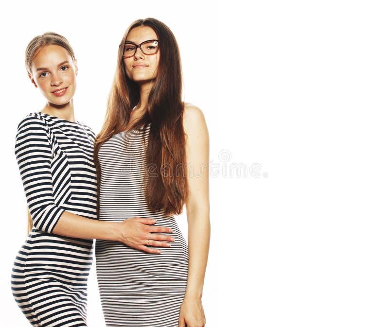 Twee die jonge werknemers op witte, zelfde kleding in strook worden ge?soleerd stock afbeeldingen