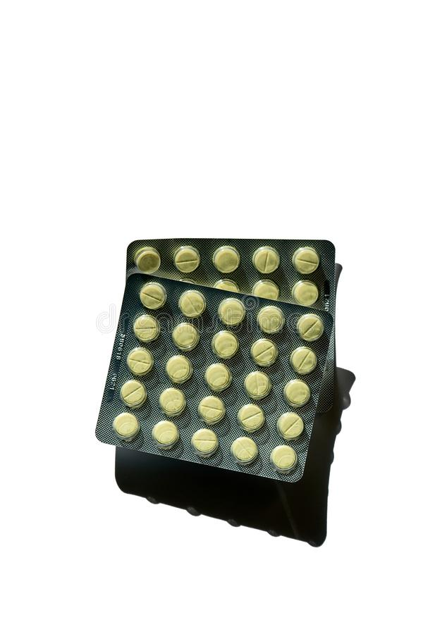 Twee die pakken tabletten, pillen, capsules op witte achtergrond worden geïsoleerd stock afbeeldingen