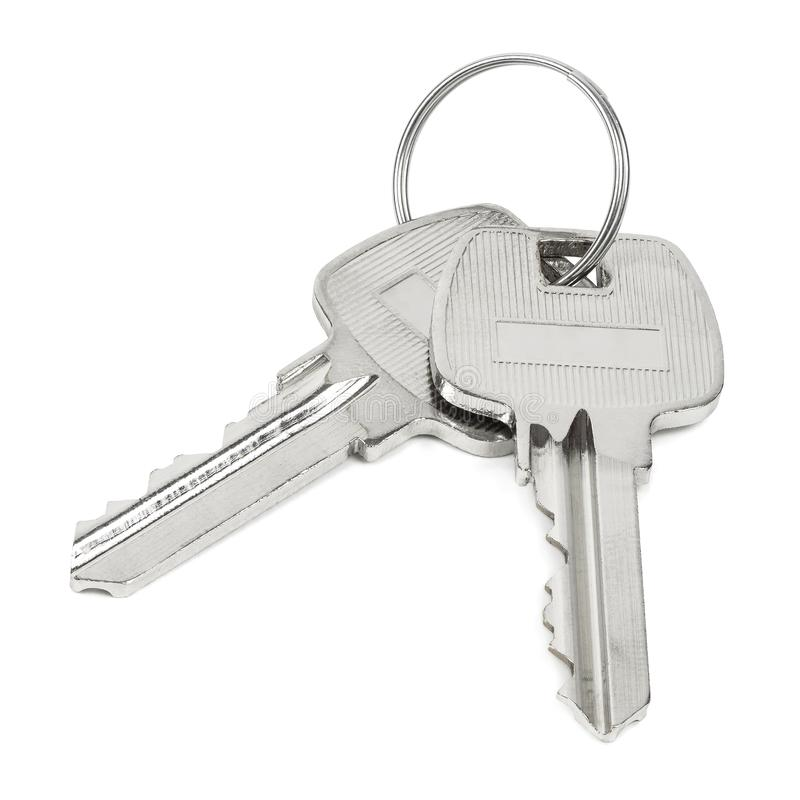 Twee die sleutels op sleutelring op witte achtergrond wordt ge?soleerd stock foto's