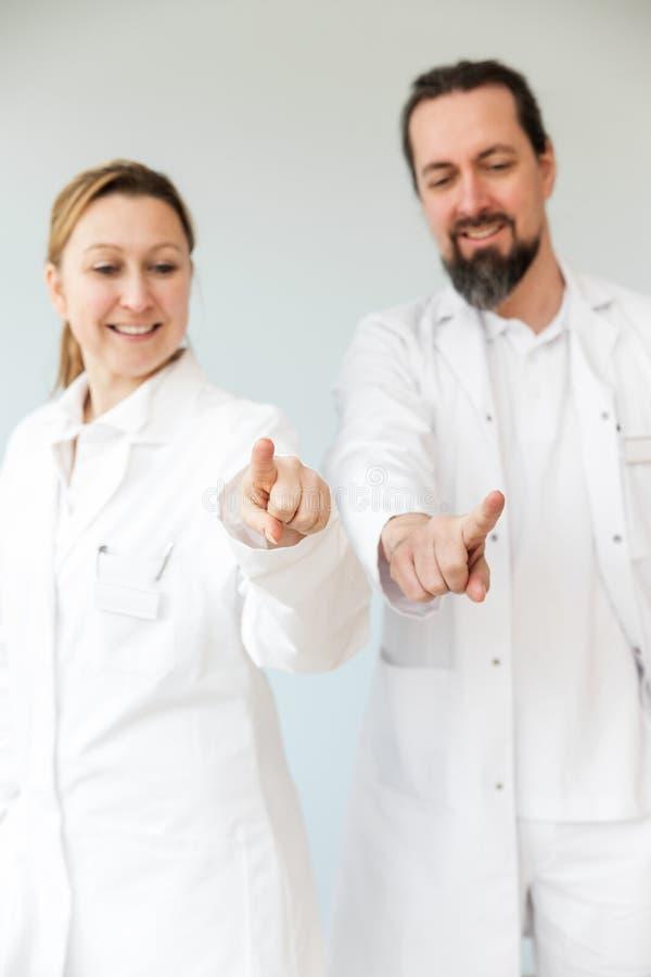 Twee doktersberoeps royalty-vrije stock afbeeldingen