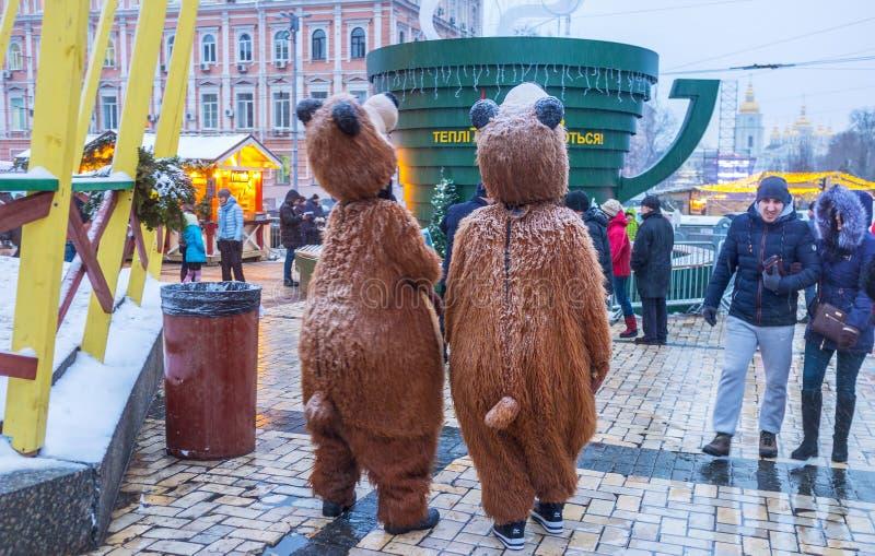 Twee dragen in de stad royalty-vrije stock afbeeldingen