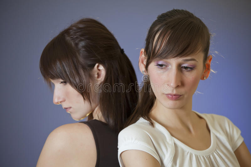 Twee droevige vrouwen stock foto