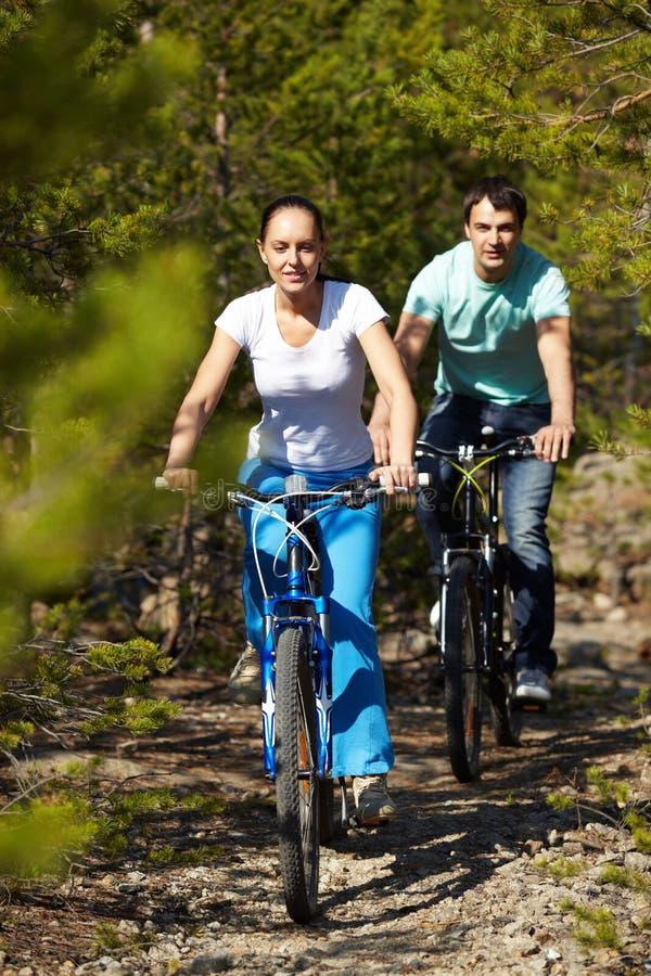 Twee fietsers royalty-vrije stock fotografie
