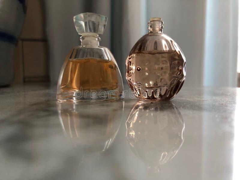 Twee flessen parfum royalty-vrije stock foto's