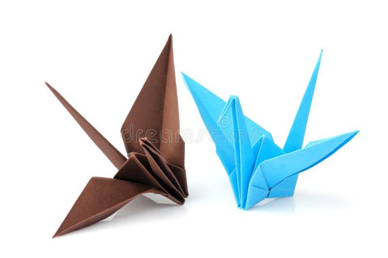 Twee geïsoleerde origamikranen stock foto's