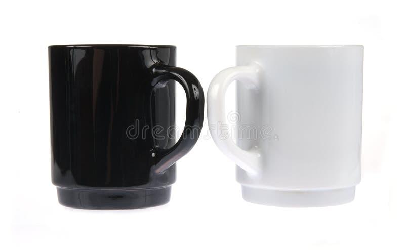 Twee geïsoleerdek koffiemokken royalty-vrije stock foto