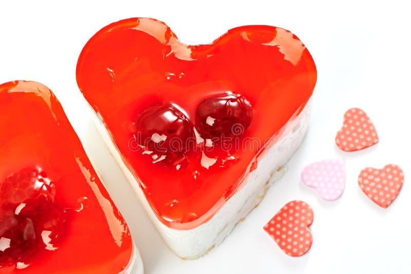 Twee gelei hart-vormige geïsoleerde cakes royalty-vrije stock afbeelding